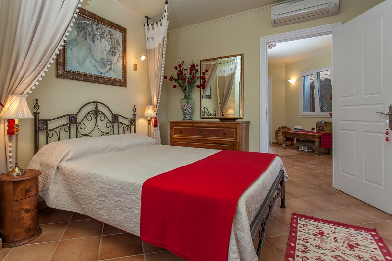 The 'Bird of Paradise' bedroom Villa Octavius