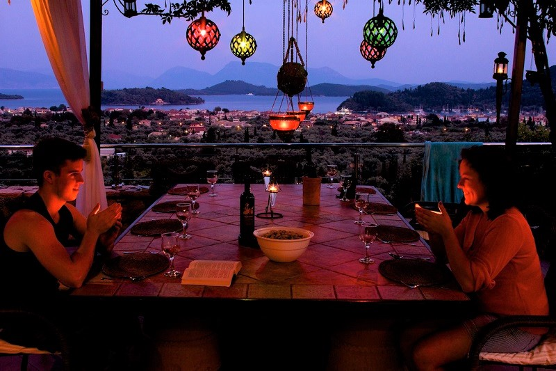 Evening al fresco dining at Villa Octavius