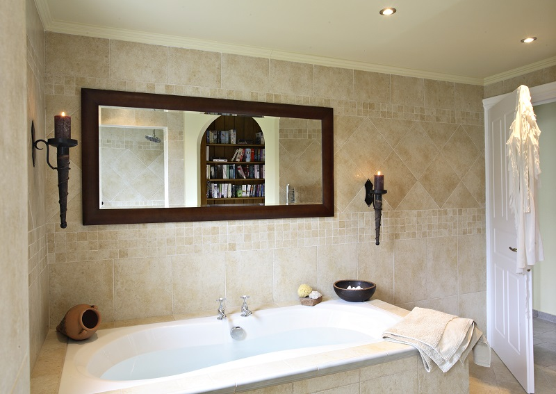 En-suite bathroom at Villa Octavius