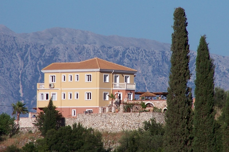 Villa Octavius, hilltop location with commanding views in every direction