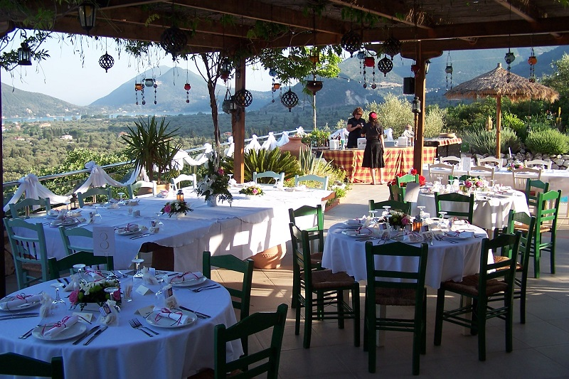 Villa Octavius patio - wedding reception table layout